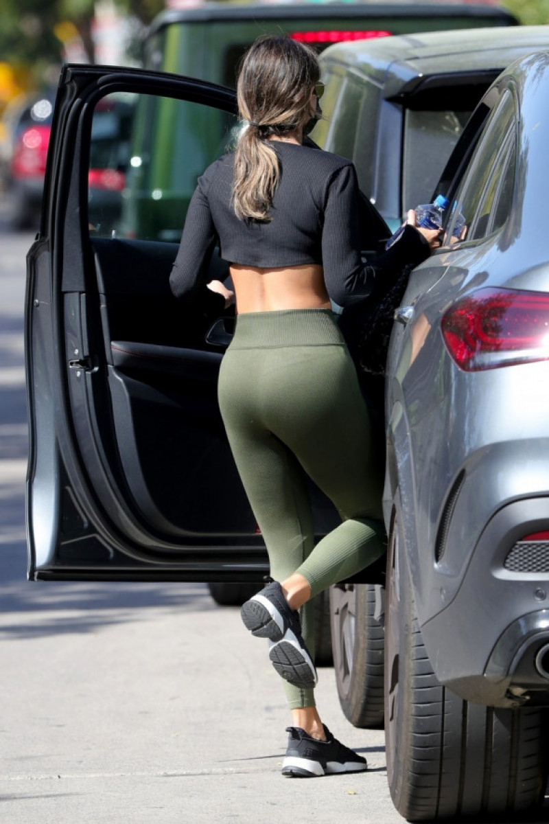 *EXCLUSIVE* Eiza Gonzalez looks ABS-olutely amazing leaving a private gym!