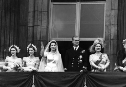 Regina Elisabeta și prințul Philip, o dragoste ca-n povești. Ce sacrificiu a făcut ducele de Edinburgh pentru iubire