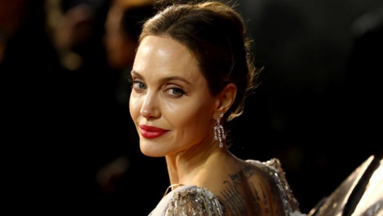 Angelina Jolie, în centrul unui scandal după divorțul de Brad Pitt. Ce acuzații i se aduc celebrei actrițe