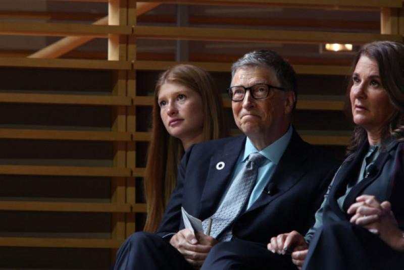 Bill și Melinda Gates, alături de fiica lor cea mare, Jennifer