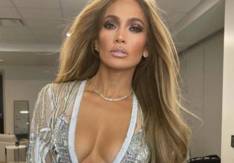 Jennifer Lopez, nemachiată, fară filtre și editări. Cum a fost surprinsă artista după o vizită făcută lui Ben Affleck