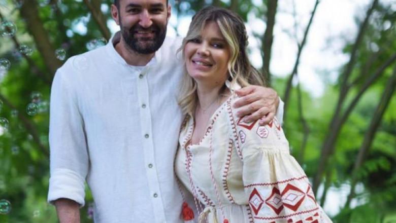 Imagini de suflet! Gina Pistol și Smiley, îndrăgostiți și fericiți la botezul fiicei lor: