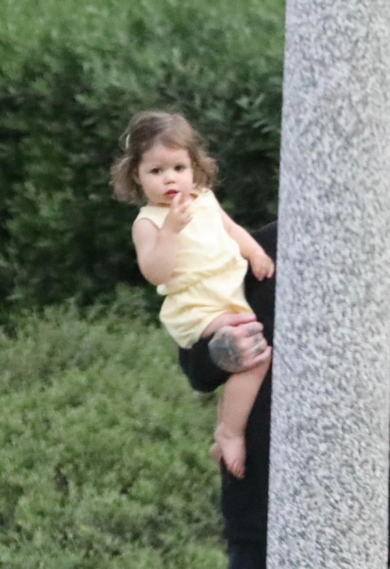 Primele imagini cu Raddix, fiica lui Cameron Diaz și a lui Benji Madden