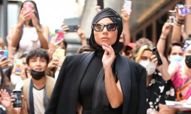 Lady Gaga, în cea mai excentrică ținută din 2021, cu tocuri de 23 cm. Cum a apărut artista pe străzile din Manhattan