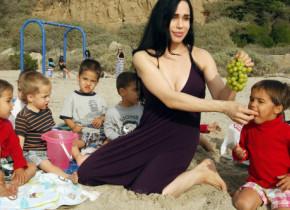 """Cum arată la 45 de ani """"octomama"""" Nadya Suleman, care a șocat o lume întreagă cu sarcina sa. A născut octupleți, iar acum are 14 copii"""