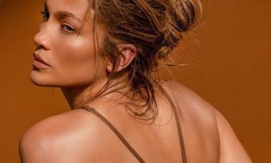 """Jennifer Lopez, într-un costum de baie super decupat. Imaginea, apreciată de aproape 5.000.000 de persoane: """"Cum poți să arăți așa?"""""""