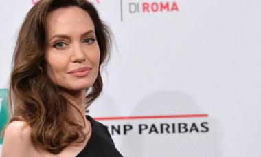 Angelina Jolie, ca o adevărată zeiță la premiera Eternals, din Roma. Actrița a apărut de mână cu fiicele Shiloh și Zahara