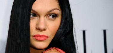 Jessie J, TOPLESS !? Vezi imagini
