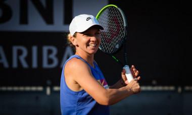 Simona Halep se califica in semifinalele turneului de la Roma, dupa ce Putintseva s-a retras in setul doi