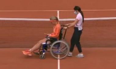 VIDEO Scene socante la Roland-Garros: olandeza Bertens, scoasa din teren in scaun cu rotile dupa victorie. Adversara a injurat-o grosolan