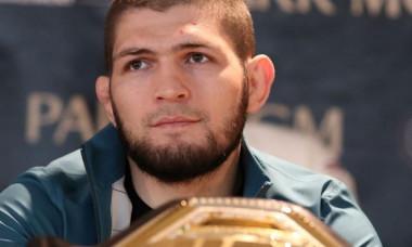S-a batut in luptele de strada in Daghestan, apoi a fost zeu in UFC. Povestea lui Khabib Nurmagomedov