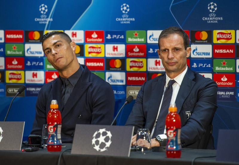 Cristiano Ronaldo la o conferinta de presa