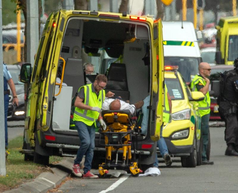 Un rănit în atacul armat din Noua Zeelandă este transportat la spital