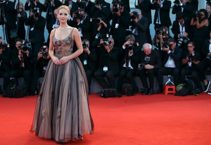 Jennifer Lawrence pe covorul rosu